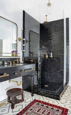 If you have a small bathroom in your home, don't be confuse to change to make it look larger. Not only small bathroom, but also the largest bathrooms have their problems and design flaws. Modern Small Bathrooms, Small Bathroom Tiles, Beautiful Bathrooms, Shower Tiles, Basement Bathroom, Master Bathroom, White Bathrooms, Bathroom Black, Shower Bathroom