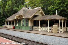 disneyland train station | ... Railroad photos on my Disneyland Railroad Frontierland Station web