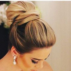 Coque lindo que vi no ig @bloglarabettero . Ficou clássico e elegante !!! #casamentosetc #penteado #momentoúnico #wedding #casar #casamento #inspirações #weareweddings
