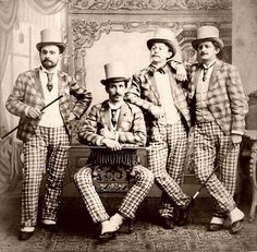 1900's Really interesting perspective of using large plaid and small plaid. Varieté