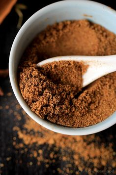 Five Spice Powder—Basic Homemade Version @ Chinasichuanfood Homemade Spices, Homemade Seasonings, 5 Spice Powder, Chinese Five Spice Powder, Chinese 5 Spice, Dry Rub Recipes, Healthy Herbs, Curry, Powder Recipe