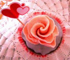 """TORTE E DOLCI FACILI E VELOCI:                      Un cupcake (""""torta in tazza"""")..."""