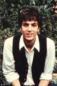 """Syd era """"como una luz brillante en la escena"""", en palabras de Gilmour . """"La mayoría de la gente, incluyéndome a mí, teníamos celos de lo brillante que era. Era físicamente precioso, ingenioso, divertido... Su forma de hablar, de caminar... No quiero que parezca una canción de amor, pero todo el mundo le quería"""""""