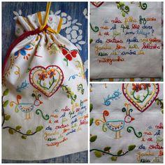 Os Trilhos Da Ana: De uma mãe para a filha Embroidery Stitches, Hand Embroidery, Wedding Ceremony Flowers, Needlework, Apron, Cross Stitch, Arts And Crafts, Reusable Tote Bags, Stamp