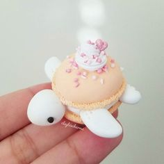 👆Swipe to see some glitter action. Did some experimenting and decided to sprinkle some fairy dust on this macaron turtle 💖 What do you guys think? Should I add fairy dust to some more? 🎀Restock is tommrow at EST! Polymer Clay Turtle, Polymer Clay Kawaii, Polymer Clay Creations, Polymer Clay Crafts, Cute Food, Yummy Food, Macaron Cookies, Macaroon Cake, Cute Baking
