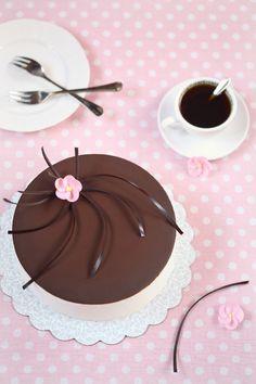 "Verdade de sabor: Torta ""Latte di uccello"" / Torta Suflê ""Ptíchye Moloko"""