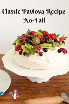 Learn to make the perfect pavlova with my no-fail pavlova recipe topped with whipping cream and fresh fruits. Learn to make the perfect pavlova with my no-fail pavlova recipe topped with whipping cream and fresh fruits. Dessert Party, Dinner Party Desserts, Easy Desserts, Pavlova Toppings, Mini Pavlova, Baking Recipes, Cake Recipes, Dessert Recipes, Snacks