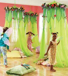Elfjes en trollen: klasinrichting idee Fairy Party Games, Fairy Birthday Party, Design Tropical, Festa Frozen Fever, Fairy Bedroom, Fairy Nursery, Deco Kids, Garden Canopy, Backyard Canopy