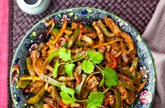 150 family dinners under 500 calories - Beef in black bean sauce - goodtoknow Leftover Beef Recipes, Diced Beef Recipes, Indian Beef Recipes, Beef Steak Recipes, Healthy Beef Recipes, Chinese Recipes, Savoury Recipes, Oriental Recipes, Healthy Meals
