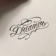 Best Tattoo Fonts Alphabet Scripts Typography Ideas diy Best Tattoo Best Tattoo for wome Best Tattoo Fonts, Tattoo Lettering Styles, Chicano Lettering, Hand Lettering Art, Tattoo Script, Script Lettering, Graffiti Lettering, Lettering Design, Trendy Tattoos