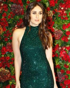 Tera area Mai jay ka uder ider sa who Chinese Wala shop bhi dekh tha ha Kareena Kapoor Bikini, Kareena Kapoor Khan, Deepika Padukone, Bollywood Saree, Indian Bollywood, Bollywood Fashion, Nude Outfits, Girl Outfits, Kareena Kapoor Hairstyles