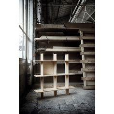 """4月1日から店頭に並ぶピート・ヘイン・イークと〈イケア〉のコラボレーション《インドゥストリエル》。他者と物作りをする面白さ、大量生産であえて """"完璧ではないもの"""" を作ることへの挑戦など、できたてホヤホヤの商品を前にピートがその思いを語りました。"""