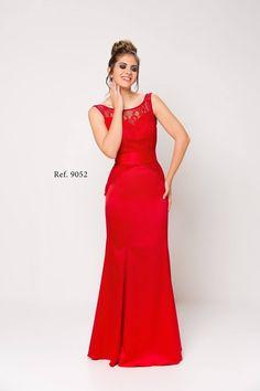 b67850529 Vestido largo en satén y blonda de corte sirena. 9052 Luisa Jaro Vestido  largo en