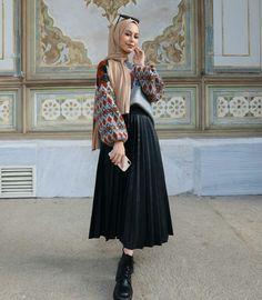 our leather skirt Muslim Fashion, Modest Fashion, Skirt Fashion, Fashion Outfits, Womens Fashion, Hijab Elegante, Hijab Chic, Hijab Fashion Inspiration, Mode Inspiration