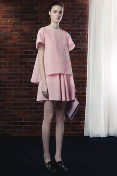 Discover the new Fall Winter 16 17 collection of Women's All Ready To Wear designed by Balenciaga at the official online store. High Fashion, Fashion Beauty, Fashion Show, Fashion Looks, Fashion Trends, Fashion Fashion, Mode Pastel, Fashion Details, Fashion Design