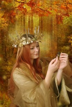 Maid Marian's themes are fertility, youthfulness, abundance, energy, beauty and… High Fantasy, Medieval Fantasy, Fantasy Art, Fertile Woman, Mists Of Avalon, Maid Marian, Forest Plants, Alternate Worlds, Sacred Feminine