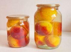 Компот из персиков на зиму будет иметь ярко выраженный вкус и незабываемый аромат. Также заготовка компота из персиков дает возможность получить целые плоды.