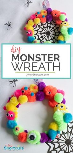 This halloween kids craft can't get much cuter! Find out just how simple it is to make this DIY Monster Wreath with your little monsters. z papieru DIY Monster Wreath - Halloween Kids Craft Halloween Tags, Diy Halloween Party, Halloween Arts And Crafts, Halloween Snacks, Vintage Halloween, Holiday Crafts, Halloween For Kids, Toddler Halloween Crafts, Halloween Kids Decorations