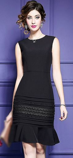 Therefore, if you're a tiny bit edgy, pick a tiny black dress with a small bit of flare. The dress looks a little old-fashioned, but it's still in style nowadays. Petite dresses have a … Trendy Dresses, Elegant Dresses, Women's Fashion Dresses, Beautiful Dresses, Vintage Dresses, Casual Dresses, Short Dresses, 50s Dresses, Mermaid Dresses