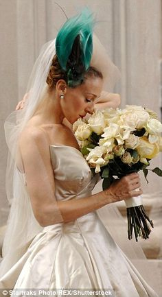 Sarah Jessica Parker says she's nothing like Carrie Bradshaw Estilo Carrie Bradshaw, Carrie Bradshaw Outfits, Carrie Bradshaw Wedding Dress, Sarah Jessica Parker, Carrie And Big, Rules Of Engagement, Wedding Movies, Wedding Scene, City Outfits