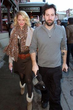 Katherine Heigl spotted with a white Provari #vape with a pink tank and drip tip.
