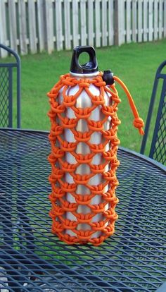 Cow hitched paracord water bottle sleeve by Stormdrane, via Flickr