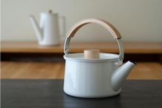 kettle cookware kitchen    Kaico Kettle by Shoei Kogyo  http://remodelista.com/shop?retailer=emmo-home  http://www.emmohome.com/
