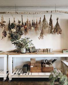 Visual, minus dried herbs, for garage remodel. Herb Drying Racks, Drying Herbs, Herb Rack, Flower Studio, Dried Flowers, Decoration, Living Room Furniture, Garden Furniture, Sweet Home