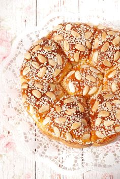 Húsvéti mandulás kalács recept - Kifőztük, online gasztromagazin Croissant Bread, Bread And Pastries, Sweet Bread, Doughnut, Bakery, Food And Drink, Easter, Sweets, Cookies