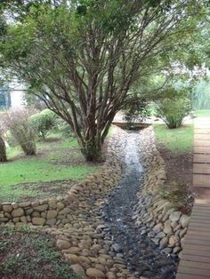 Best Drainage ditch ideas on Beste Entwässerungsgraben Ideen auf Backyard Drainage, Landscape Drainage, Drainage Ditch, Backyard Landscaping, Landscaping Ideas, Backyard Ideas, Country Landscaping, Dry Riverbed Landscaping, Gutter Drainage