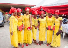 Nigerian wedding all white aso-oke with blue painting bibilomo and oluwaseun yoruba traditional wedding 8