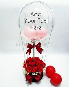Hot Air Balloon Bouquet  Balon pvc transparant d=35cm Box bentuk tabung bahan karton board Bunga imitasi (artificial flower) import  - merah - pink - peach - putih  Bisa custom tulisan sesuka kamu Bisa pilih warna pita Bisa custom warna bunga  #baloncustomtext #baloncustomsurabaya #jualbalonsurabaya #jualbalonbunga #balloonbouquet #buketbalon #balontransparan #balontext #customballoons #balonsurabaya #baloncustomtext #baloncustomwording #custombalonsurabaya Balloon Flowers, Balloon Bouquet, Valentines Day Baskets, Valentine Gifts, Food Bouquet, 40th Birthday Cakes, Balloon Backdrop, Diy Gift Box, Diy Crafts For Gifts