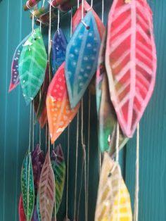 Les ateliers ARTiFun - atelier d'arts plastiques et loisirs créatifs en Guadeloupe: MOBILE à PLUMES Diy For Kids, Crafts For Kids, Papier Diy, Atelier D Art, Kids Art Class, Kids Zone, Autumn Art, Leaf Art, Art Projects