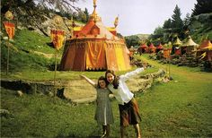 Anna Popplewell and Georgie Henley on the set of the first Narnia movie