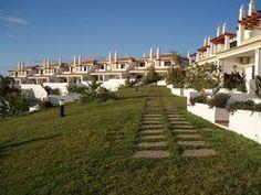 Portugal Algarve Gale  Met trots stellen wij Villa's Rufino voor. Deze charmante villa's gelegen buiten Albufeira zijn echte plaatjes. Doordat de villa's op een heuvel zijn gelegen is er vanaf het royale zwembad maar...  EUR 417.00  Meer informatie  #vakantie http://vakantienaar.eu - http://facebook.com/vakantienaar.eu - https://start.me/p/VRobeo/vakantie-pagina