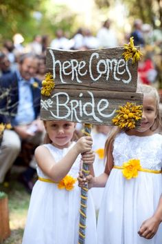 Look at these cuties!! Precious flower girls and an awesome #rustic sign! @noonansdesigns