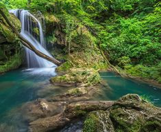 Stim cu totii ca Romania este o tara incredibil de frumoasa! Sa admiram impreuna 20 de cascade superbe din Romania!