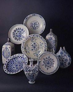 Selection of 16th C. blue & white ware from Florence Italy / Sèvres, Cité de la céramique