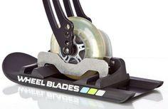 Dit zijn ski's voor rolstoelen en kinderbuggy's. Verkrijgbaar bij https://www.welzorg.nl/webshop/wheelblades.html