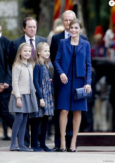 La reine Letizia et le roi Felipe VI d'Espagne célébraient le 12 octobre 2015 avec leurs filles, Leonor, princesse des Asturies, et l'infante Sofia, la Fête nationale à Madrid.