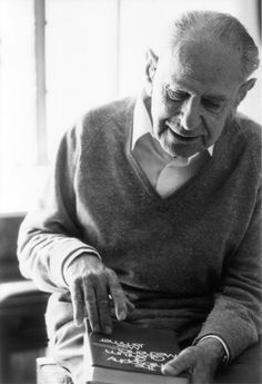 """POPPER """"Science must begin with myths, and the criticism of myths."""" - Karl Popper Archivo Dr. ADOLFO VÁSQUEZ ROCCA"""