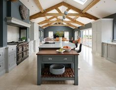 Spacious Open Plan Kitchen #kitchendesigns