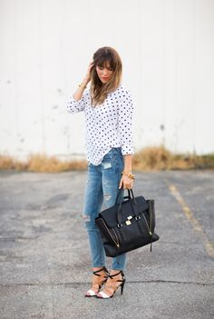 POLKA DOTS, RED LIPS AND DISTRESSEDJEANS - a house in the hills