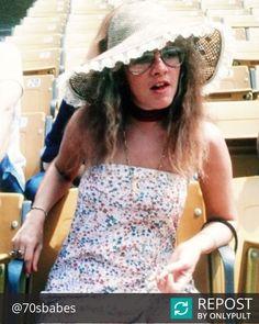 Stevie ~ ღ☆❤☆ღ ~ showing a bit of leg during the filming of Fleetwood Mac's 'Tusk' video at Dodger Stadium, 1979 Stevie Nicks Lindsey Buckingham, Buckingham Nicks, Most Beautiful Women, Amazing Women, Stephanie Lynn, Stevie Nicks Fleetwood Mac, Women Of Rock, Music Like, 70s Fashion