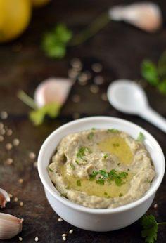 Baba Ganoush, een heerlijk smeerseltje van gegrilde aubergine, tahini, knoflook…