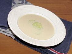 Moussaka, Panna Cotta, Ethnic Recipes, Food, Salads, Dulce De Leche, Essen, Meals, Yemek