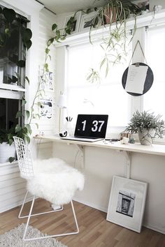 Apr 2020 - A minimalist modern home office design can have a huge impact on your productivity and efficiency. Here are our top tips for creating the best work from home environment. Minimalist Desk, Minimalist Style, Floating Cabinets, Small Space Storage, White Office, Minimal Home, Office Makeover, Home Office Design, Interior Design