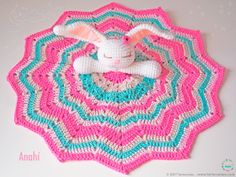 FREE amigurumi patterns and tutorials to make the cutest crochet toys. This crochet style is very easy and fun, and your kids will love you for it. Crochet Lovey, Cute Crochet, Baby Blanket Crochet, Crochet Toys, Crochet Fringe, Lovey Blanket, Blanket Yarn, Bunny Blanket, Crochet Elephant Pattern