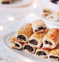 Kapuśniaczki w cieście francuskim, nadziane pysznym farszem z kapusty i grzybów to znakomita przekąska do świątecznego barszczu. – Ania Starmach Eat, Ethnic Recipes, Food, Essen, Meals, Yemek, Eten