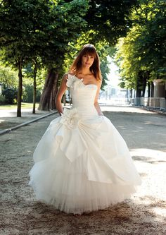 Cymbeline wedding dress new in to Victoria Rogerson wedding dress outlet . French designer dress for Sell Wedding Dress, Size 12 Wedding Dress, Elegant Wedding Dress, Designer Wedding Dresses, One Shoulder Wedding Dress, Wedding Skirt, Dresses 2013, Big Dresses, Bridal Gowns
